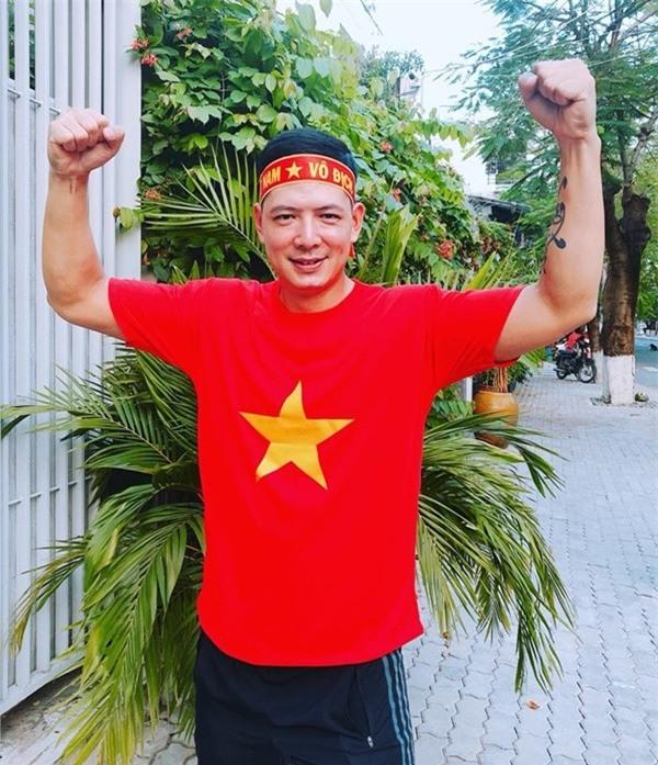 Là một cổ động viên nhiệt thành của bóng đá Việt Nam, Bình Minh còn bật mí anh sẽ sang Trung Quốc tiếp lửa cho đội nhà. - Tin sao Viet - Tin tuc sao Viet - Scandal sao Viet - Tin tuc cua Sao - Tin cua Sao