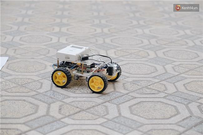 HS bây giờ giỏi quá, mới cấp 3 mà đã biết chế tạo robot và tổ chức hội chợ rồi! - Ảnh 2.