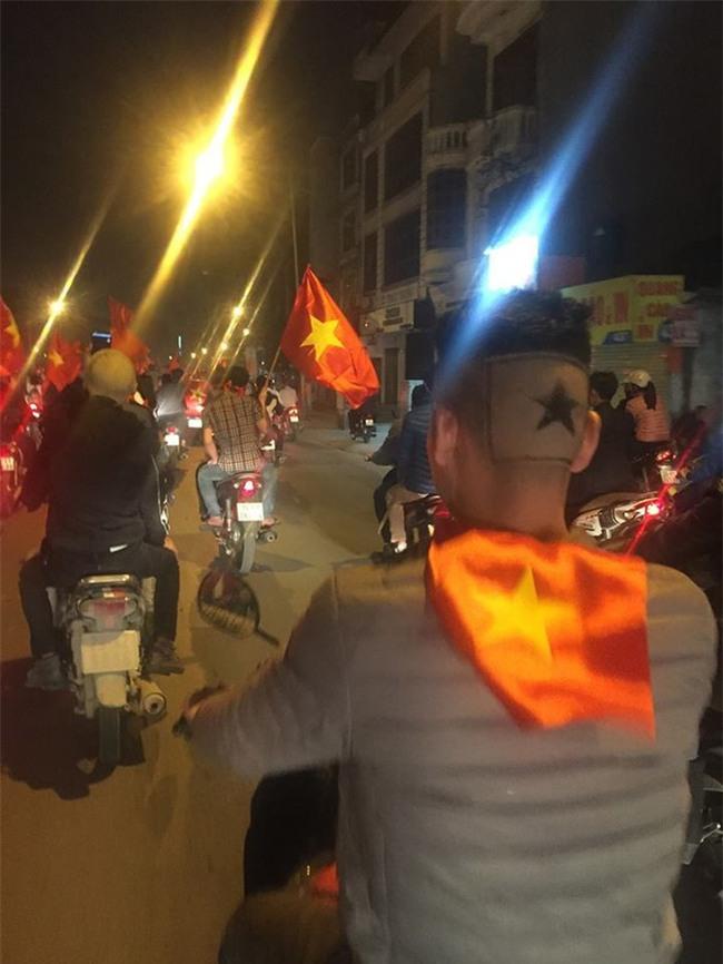 Những mái tóc chất hết nút được chuẩn bị để cổ vũ U23 Việt Nam đá chung kết - Ảnh 11.