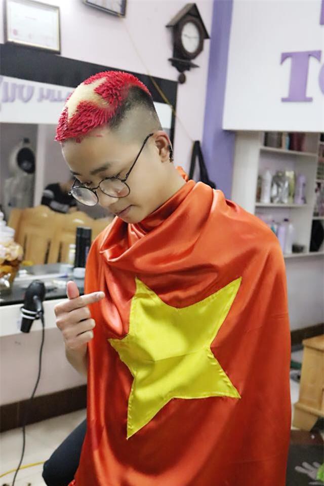 Những mái tóc chất hết nút được chuẩn bị để cổ vũ U23 Việt Nam đá chung kết - Ảnh 3.