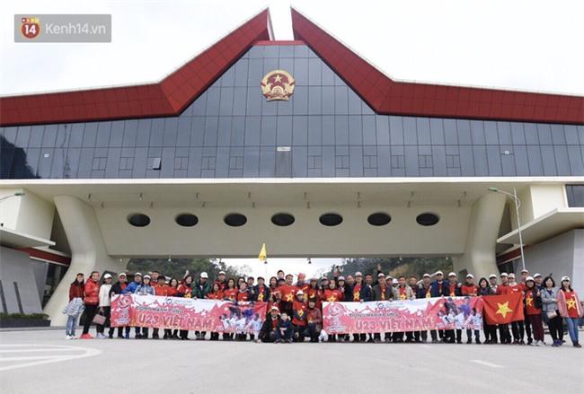Fan Việt Nam đi đường bộ sang Trung Quốc cổ vũ chung kết U23 châu Á - Ảnh 1.