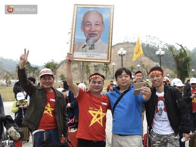 Fan Việt Nam đi đường bộ sang Trung Quốc cổ vũ chung kết U23 châu Á - Ảnh 3.