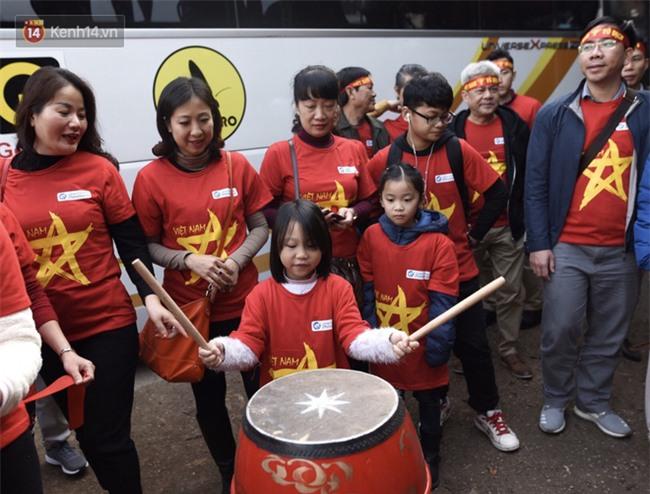 Fan Việt Nam đi đường bộ sang Trung Quốc cổ vũ chung kết U23 châu Á - Ảnh 4.