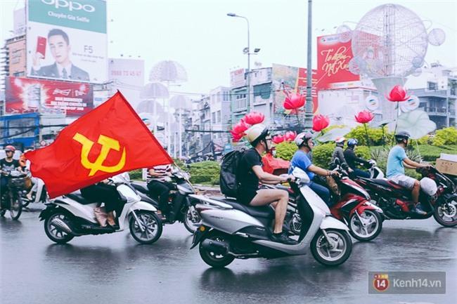 Trước trận chung kết lịch sử, người dân Hà Nội và Sài Gòn nô nức đi mua cờ, băng rôn cổ động để tiếp lửa cho đội tuyển U23 - Ảnh 9.