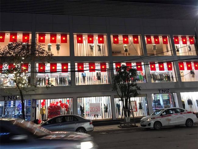 Một không khí rất khác trước ngày diễn ra trận chung kết U23 Châu Á: Màu cờ sắc áo đã tràn ngập khắp phố phường! - Ảnh 10.