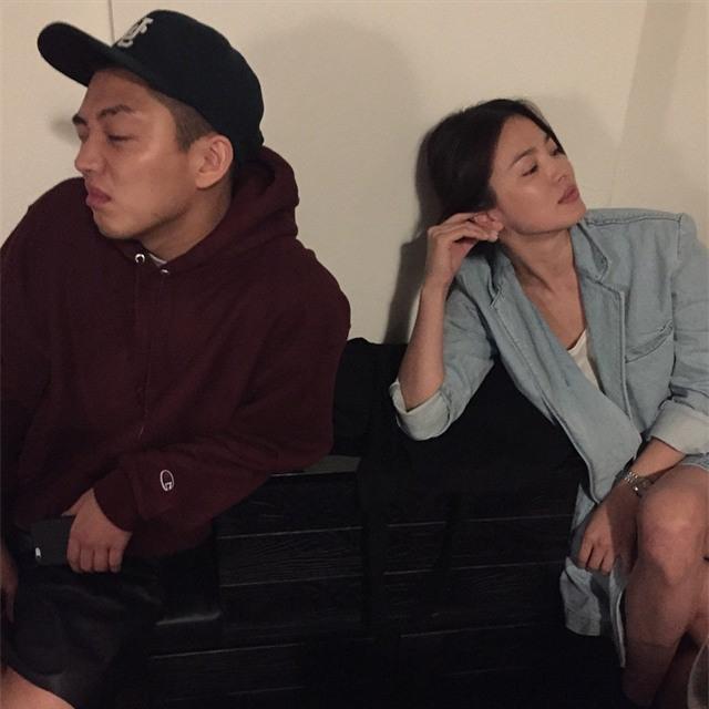 """Nghịch lý Song Hye Kyo: Ăn vận kiểu cách thì """"sến"""" nhưng luộm thuộm chút lại chất đừng hỏi - Ảnh 11."""