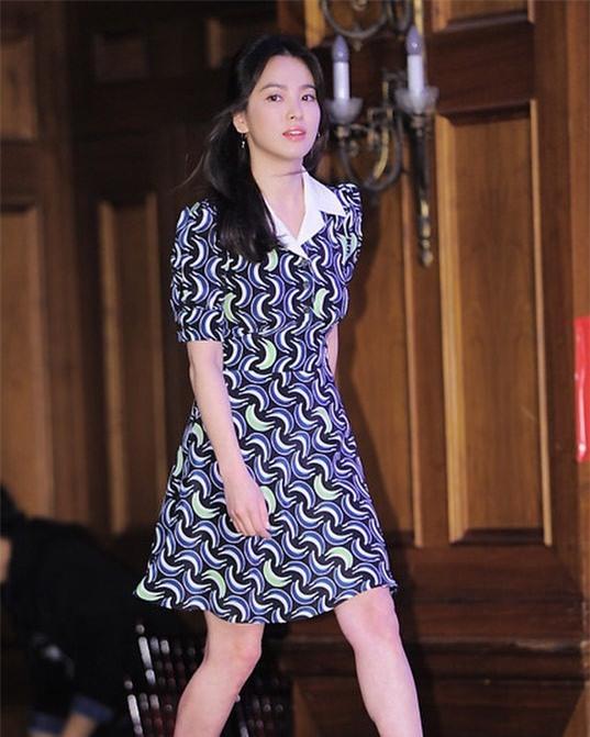 """Nghịch lý Song Hye Kyo: Ăn vận kiểu cách thì """"sến"""" nhưng luộm thuộm chút lại chất đừng hỏi - Ảnh 3."""