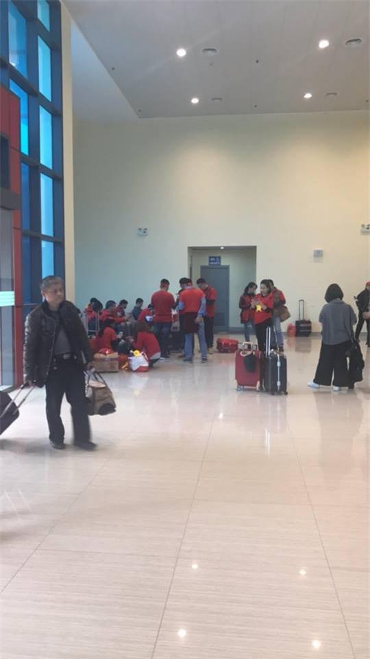 Cổ động viên Việt Nam lỡ hẹn chung kết U23 vì tuyết phủ trắng Thường Châu, nhiều chuyến bay bị huỷ  - Ảnh 4.