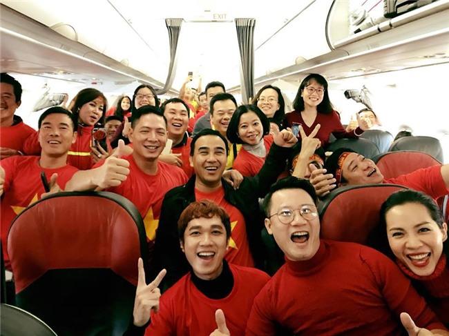 Clip: Bình Minh và dàn sao Việt hào hứng bay sang Trung Quốc lúc 4 giờ sáng để kịp cổ vũ U23 Việt Nam - Ảnh 5.