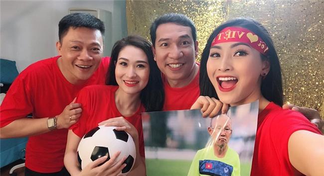 50 hoa hậu, MC, ca sĩ… hát Tôi yêu bóng đá tặng U23 Việt Nam-1