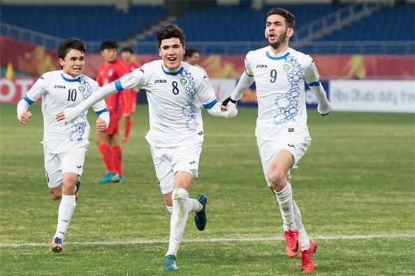 Hay can than, U23 Uzbekistan cung la chuyen gia sut luan luu hinh anh 1