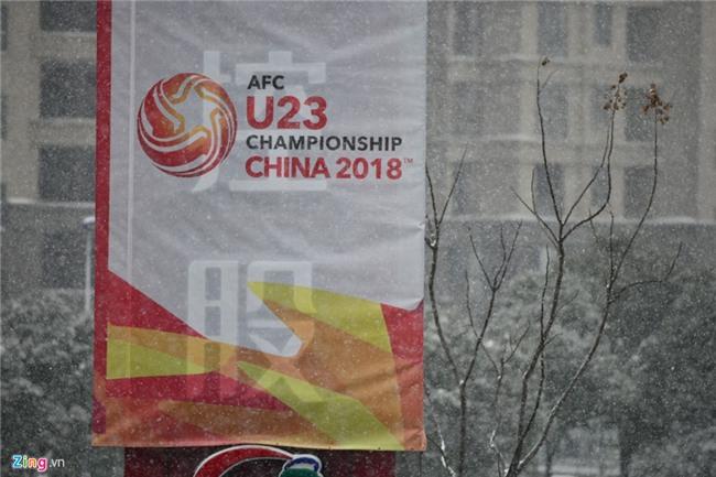 Tuyet phu kin san van dong dien ra tran chung ket U23 chau A hinh anh 3