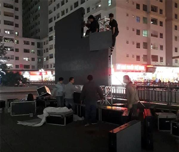 Hà Nội: Cư dân chung cư góp tiền thuê màn hình LED, mua đồ nhậu cháy hết mình cùng U23 Việt Nam - Ảnh 1.