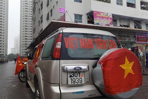 Hà Nội: Cư dân chung cư góp tiền thuê màn hình LED, mua đồ nhậu cháy hết mình cùng U23 Việt Nam - Ảnh 3.