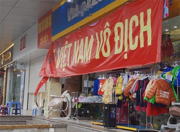 Hà Nội: Cư dân chung cư góp tiền thuê màn hình LED, mua đồ nhậu cháy hết mình cùng U23 Việt Nam - Ảnh 4.
