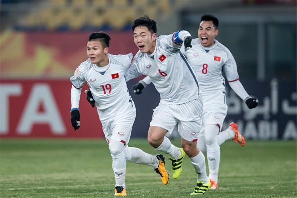 Fanzone nong bong cho don tran cau lich su cua U23 Viet Nam hinh anh 19