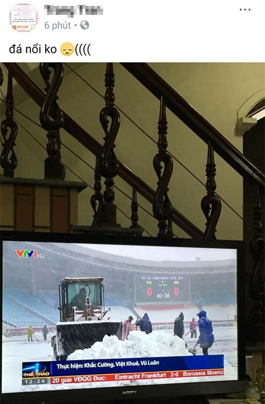 2 tiếng trước trận đấu, trên mạng xã hội người lo lắng tuyết rơi hoãn đấu, người tranh thủ mua đồ nhậu đợi giờ G - Ảnh 4.