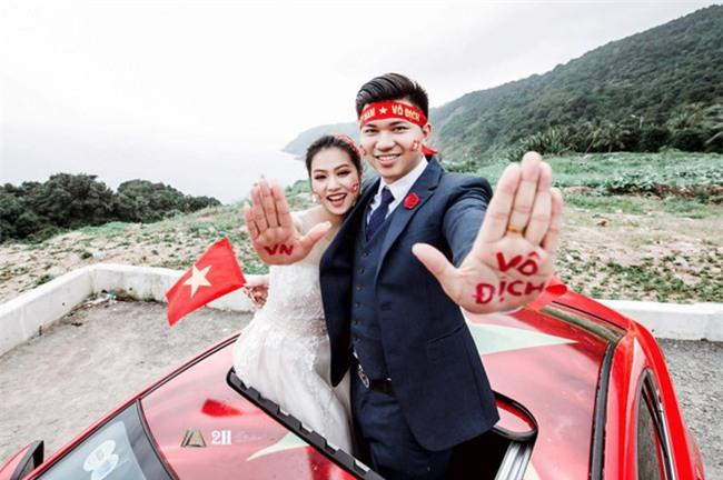 """Không khí sục sôi trước trận chung kết U23: cô dâu chú rể cũng ăn theo """"trend"""" ảnh cưới bóng đá - Ảnh 6."""
