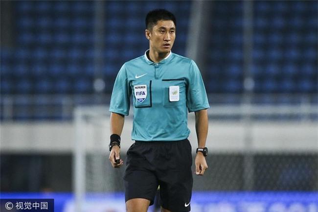 SỐC! Trận chung kết U23 Việt Nam - U23 Uzbekistan bất ngờ đổi trọng tài vào phút chót - Ảnh 1.
