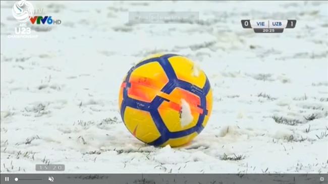 Người hâm mộ Việt Nam lo lắng, xót xa khi cầu thủ U23 phải ra sân khi tuyết vẫn rơi dày - Ảnh 5.