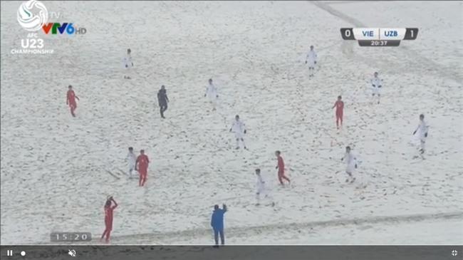 Người hâm mộ Việt Nam lo lắng, xót xa khi cầu thủ U23 phải ra sân khi tuyết vẫn rơi dày - Ảnh 6.