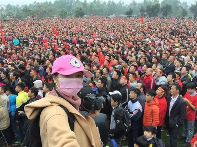 Fanzone My Dinh vo oa khi Quang Hai ghi ban hinh anh 2