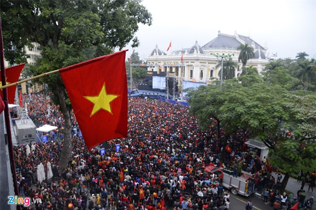 Fanzone My Dinh vo oa khi Quang Hai ghi ban hinh anh 11