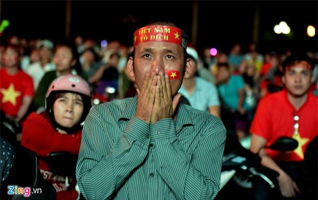 Fanzone My Dinh kin sac do trong tran chung ket cua U23 Viet Nam hinh anh 4