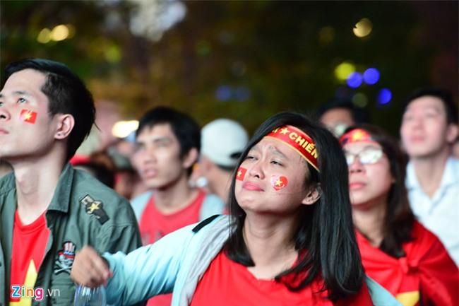 Fanzone My Dinh kin sac do trong tran chung ket cua U23 Viet Nam hinh anh 6