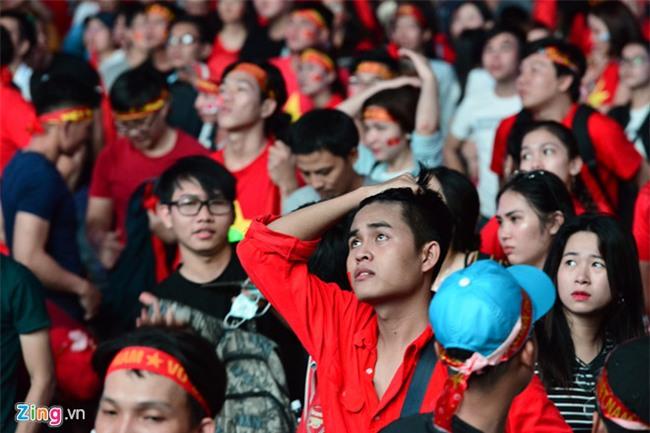 Fanzone My Dinh kin sac do trong tran chung ket cua U23 Viet Nam hinh anh 7