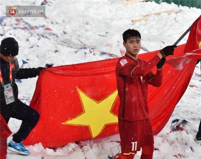 Khoảnh khắc không bao giờ quên: U23 Việt Nam cúi chào tri ân người hâm mộ đã sát cánh trong trận chung kết lịch sử - Ảnh 7.