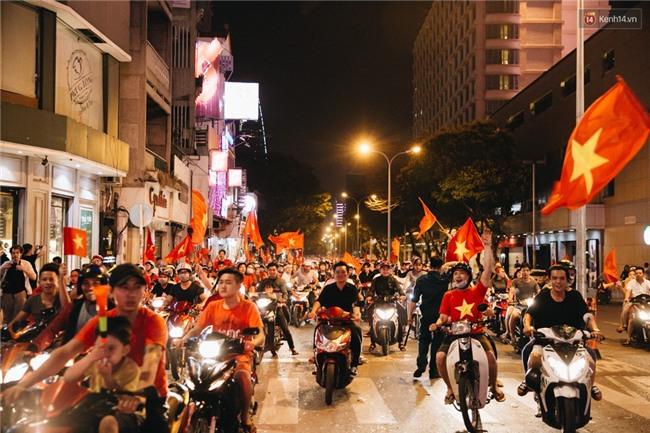 Người hâm mộ khắp nơi sáng tác thơ tặng U23 Việt Nam: Mười một chàng trai luôn ngẩng cao đầu vào trận - Ảnh 2.
