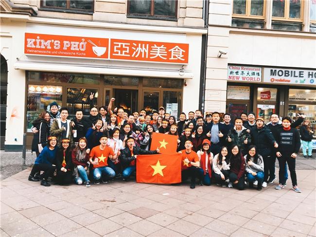 Tự hào hô vang hai tiếng Việt Nam với bạn bè quốc tế! - Ảnh 2.