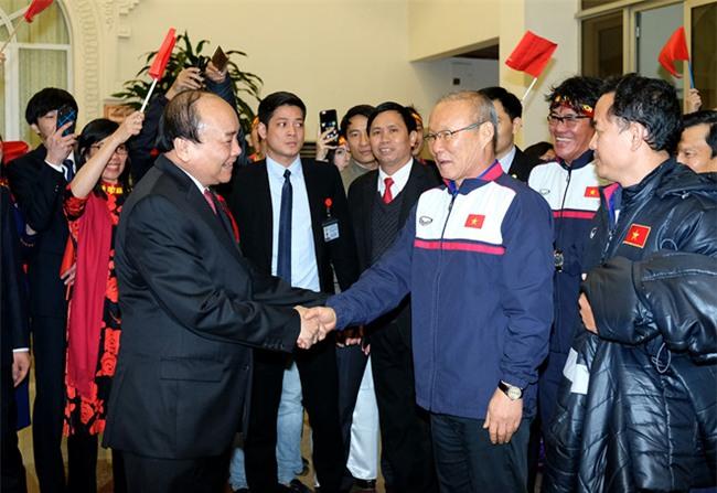 Thu tuong don U23 Viet Nam: Chua bao gio doi lau ma vui the hinh anh 3