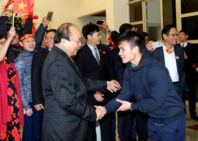 Thu tuong don U23 Viet Nam: Chua bao gio doi lau ma vui the hinh anh 4
