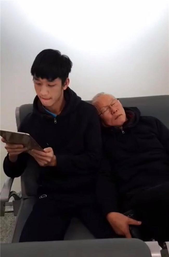 Một ngày dài nhưng nhiều cảm xúc của ông chú Park Hang Seo tại Hà Nội: Những khoảnh khắc không thể quên - Ảnh 1.