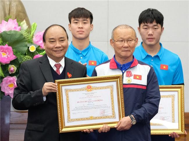 Một ngày dài nhưng nhiều cảm xúc của ông chú Park Hang Seo tại Hà Nội: Những khoảnh khắc không thể quên - Ảnh 11.