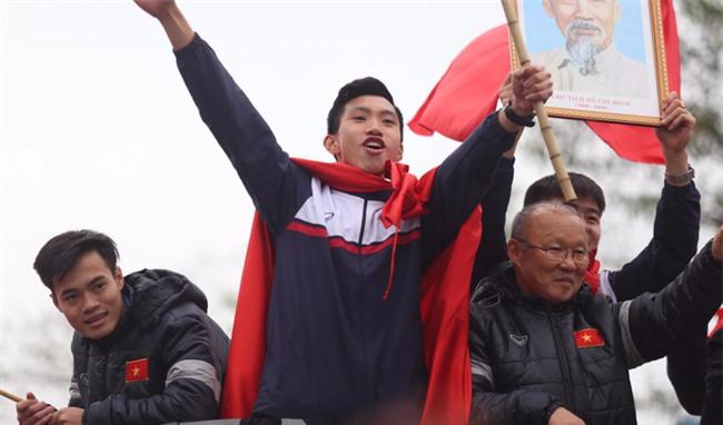 Báo Hàn Quốc trầm trồ với những dòng thác đỏ mừng U23 Việt Nam trở về - Ảnh 2.