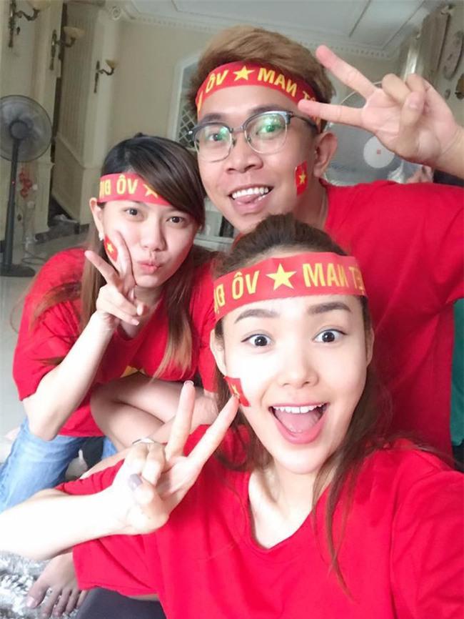 Chưa bao giờ street style của các người đẹp Việt lại ngập tràn cờ đỏ sao vàng như tuần vừa rồi  - Ảnh 9.