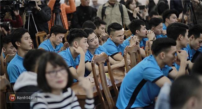 Cận cảnh dàn cầu thủ cực phẩm U23 Việt Nam trong họp báo mừng công - Ảnh 12.