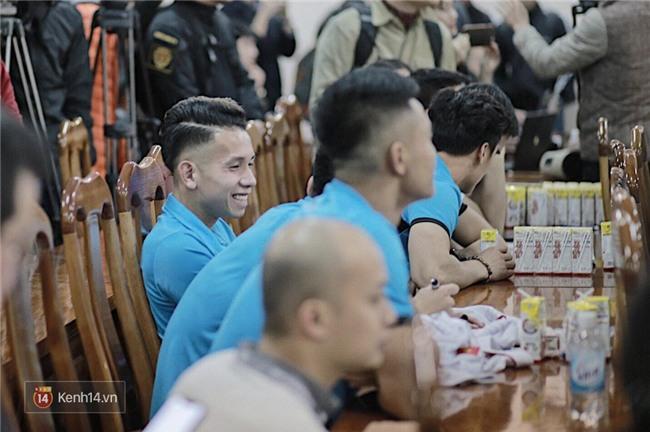 Cận cảnh dàn cầu thủ cực phẩm U23 Việt Nam trong họp báo mừng công - Ảnh 5.
