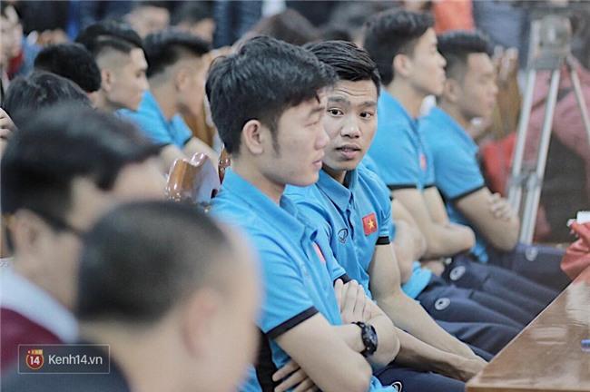 Cận cảnh dàn cầu thủ cực phẩm U23 Việt Nam trong họp báo mừng công - Ảnh 8.