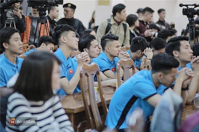Cận cảnh dàn cầu thủ cực phẩm U23 Việt Nam trong họp báo mừng công - Ảnh 9.