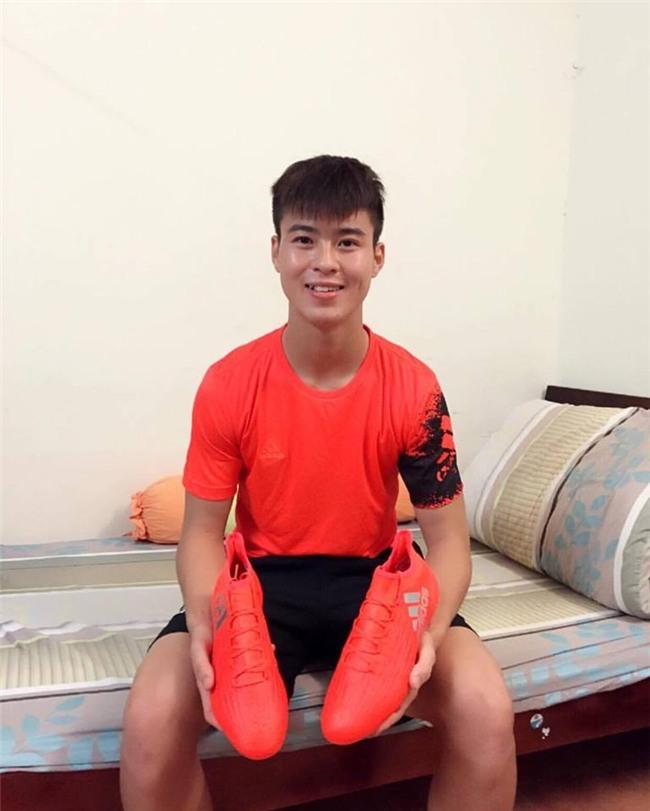 Đội phó Duy Mạnh U23: bảnh bao, đá bóng giỏi, cao như mẫu và dùng hàng hiệu cực sành-3