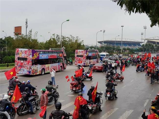 Netizen và truyền thông Thái Lan sững sờ: Thua vẫn yêu, người hâm mộ Việt Nam tổ chức ăn mừng dù giành ngôi Á quân U23 châu Á - Ảnh 6.