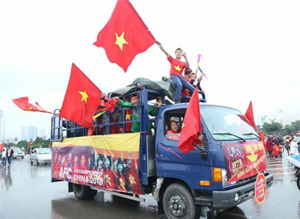 Netizen và truyền thông Thái Lan sững sờ: Thua vẫn yêu, người hâm mộ Việt Nam tổ chức ăn mừng dù giành ngôi Á quân U23 châu Á - Ảnh 7.