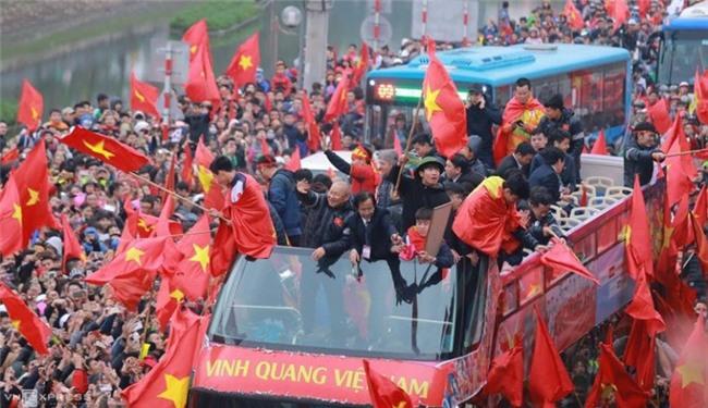 Netizen và truyền thông Thái Lan sững sờ: Thua vẫn yêu, người hâm mộ Việt Nam tổ chức ăn mừng dù giành ngôi Á quân U23 châu Á - Ảnh 8.
