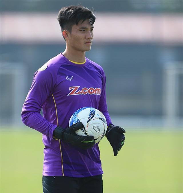 Ngoài Bùi Tiến Dũng, U23 Việt Nam còn có một thủ môn khác cực phẩm không kém - Ảnh 3.