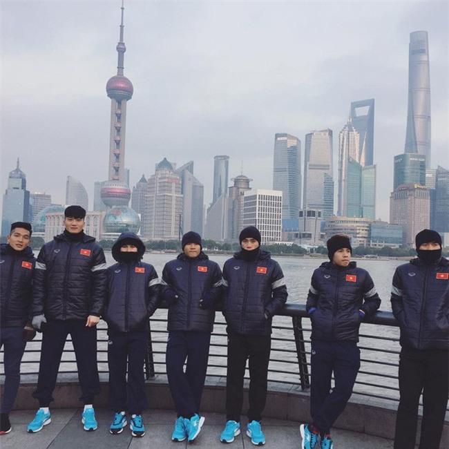 Này chị em, ngoài hot boy Tiến Dũng, U23 Việt Nam còn 1 chàng thủ môn dự bị rất đẹp trai và ngầu nhé - Ảnh 11.