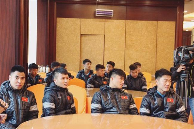Này chị em, ngoài hot boy Tiến Dũng, U23 Việt Nam còn 1 chàng thủ môn dự bị rất đẹp trai và ngầu nhé - Ảnh 12.